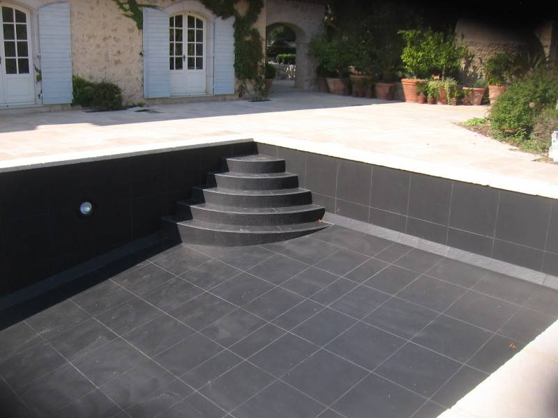 Interieur piscine tourrettes dans le var 83 carreleur for Carrelage piscine